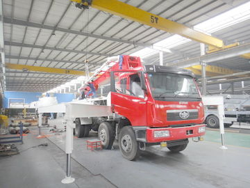 চীন RHD 37m 8x4 FAW 380HP Concrete Pump Trucks with Diesel engine সরবরাহকারী